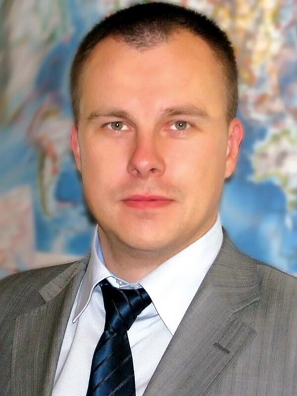 Егор Леонидов